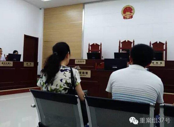 停止依据替换的法庭外景。新京报记者 谷岳飞 摄