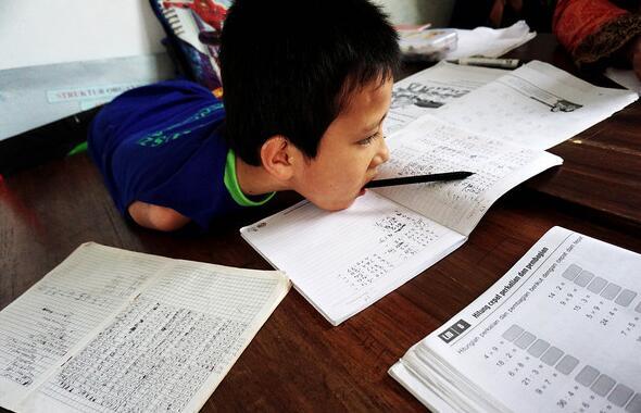 教师称誉聪慧的提尤数学成果好,因缘好。(图像来历收集)