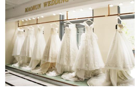 价优物美的婚纱礼服在加拿大一炮打响,销售势头喜人。此时宗志武却毅然回国,将现代观念与传统缝纫技术相结合,创立了茂润婚纱礼服这一独具苏州特色的婚纱品牌。