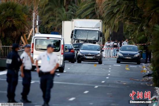 法国警方称,在货车上发觉了归于一位31岁的突尼斯裔法国人的身份证实。今朝,货车司机的身份辨别事情仍在停止。