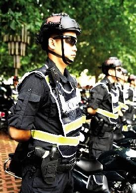 每组两辆摩托车,照顾法律记载仪及须要的兵器弹药