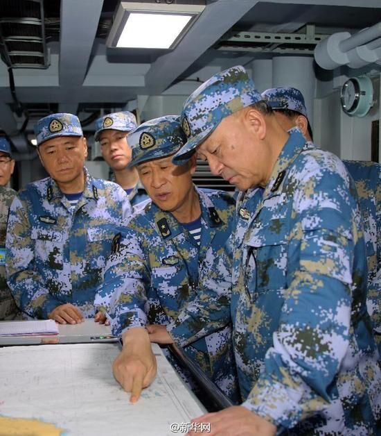 中国海军此次南海演习期间,整个海军最高指挥层几乎都搬上了174号驱逐舰,这就是我们不怕挑事,坚决反击一切侵犯决心的最佳体现