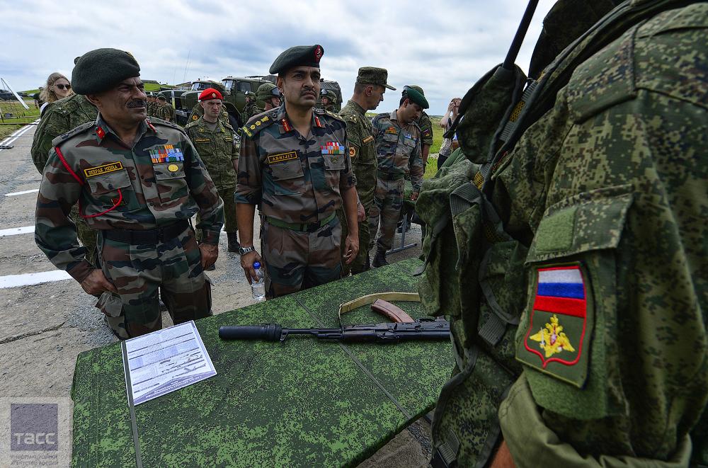 因陀罗演习俄军向印军炫耀装备(组图)-搜狐滚动