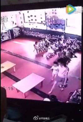 河南一幼儿园女教师掌掴两名儿童 警方:已被行拘