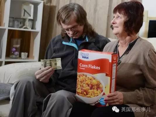 比方这对生计宽裕的佳耦,丈夫因宿疾需求不断吃药。正为医药费忧愁时老婆在麦片盒中发觉了100刀,然后处理了燃眉之急