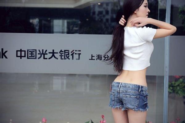 网红沈梦瑶银行门口拍大尺度照片 光大:已报警!