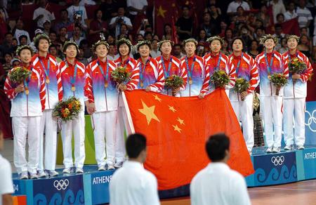 中国女排的姑娘们也是在雅典奥运会上再创辉煌的.