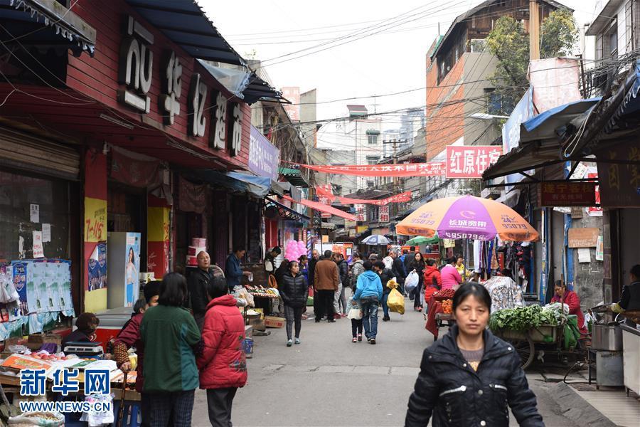 这是跃进村内的市场(3月26日摄)。新华社记者 刘坤 摄