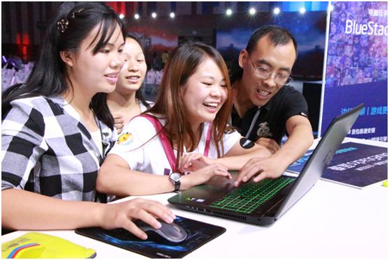 BlueStacks蓝叠是唯一一家拥有引擎专利的安卓模拟器企业,新品BlueStacks蓝叠3.0拥有超瘦7M首包,下载完成仅需5秒。自研超级智能引擎——HyperDroid可以自动完美适配各种高、低配置机器,无须用户手动更换引擎,游戏玩家最直观的感受就是高配机器更畅爽,低配机器很流畅。除此之外,BlueStacks蓝叠3.0还支持众多硬件外设,即插即用,畅快试玩。