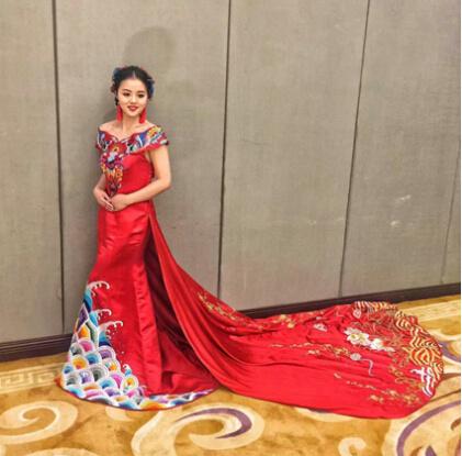 穿中式喜服出嫁 新娘美出新高度图片