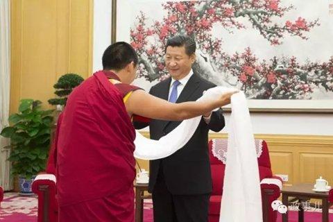 2015年是西藏自治区成立50周年。去年6月10日,习近平在中南海接受十一世班禅的拜见。全国政协主席俞正声陪同接受拜见,中央统战部部长孙春兰、中央办公厅主任栗战书参加活动。