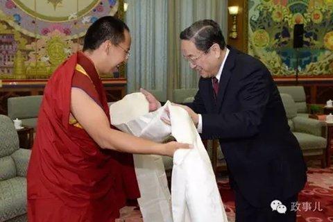 2013年4月12日,全国政协主席俞正声在人民大会堂西藏厅接见了第十一世班禅。