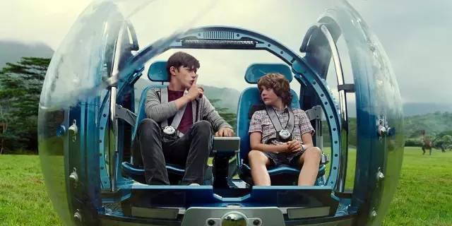 《侏罗纪公园4》电影里的高科技游览车。
