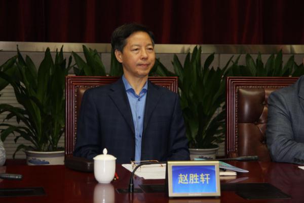 民间简历显现,赵胜轩(1953.12)是山东单县人,1975年1月参与工作,国家公民大学哲学业余结业。