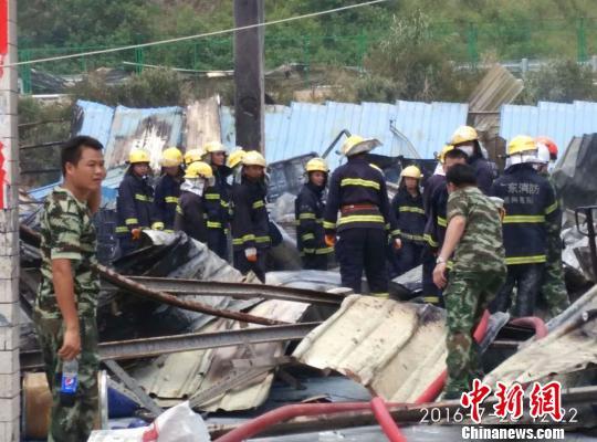 图为被爆破夷为平川的胶水厂。 严初 摄
