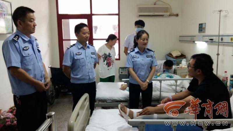 2016年7月20日晚,汉中市公安局汉台分局七里派出所刑警队队长张伟在抓捕涉嫌吸贩毒人员时,奋不顾身,英勇负伤,目前正在医院接受治疗。