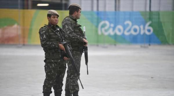 """寨卡病毒的传播、场馆建设的拖沓、比赛区域的污染、圣火传递的一波三折……现在,让奥运主办方头疼的事已经有一大堆,但最近又一个坏消息出现――那些一度被压制的街头暴力犯罪又""""回来""""了。"""