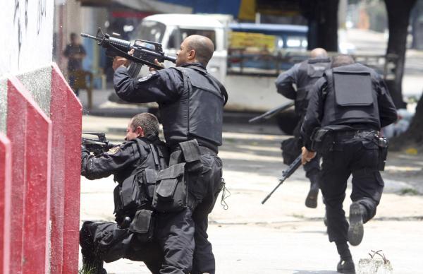 安保人员进行训练。