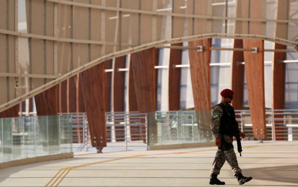 里约犯罪再现高峰!警察工资只发一半,中国女队员项链险被抢