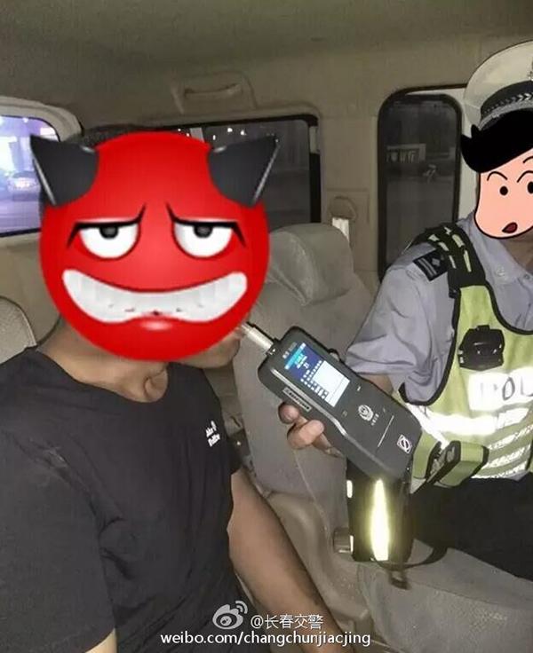 酒精检测仪显示该驾驶员有酒精反应。 @长春交警 图