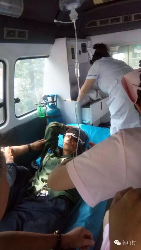 伤者汪汝钦被送往医院。