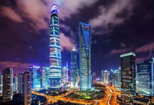 上海:城市生产总值(GDP)6225.39亿,GDP增速6.7%,GDP增速排名80位,船大难转舵,经济发达到一定成度,想要有较大的突破,除非有新型经济产业。