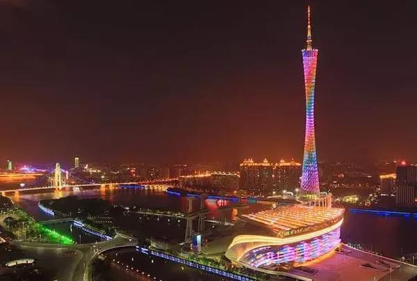 广州:城市生产总值(GDP)4118.39亿,GDP增速8%,GDP增速排名43位。广东比起来已属慢节奏,广州的人文比较好,房价虽高但合情合理,给广东个贊。