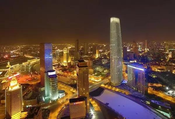 天津:城市生产总值(GDP)3772.73亿,GDP增速9.1%,GDP增速排名21位,既然北京不让开工厂,那就只能在周边城市开,天津就成为了最好的选择,无论是运输还是加工,天津都是一个天然的加工出口港,近年来天津的发展增速大家有目共睹,不过空气污染比较严重希望以后天津也可以蓝天碧水。