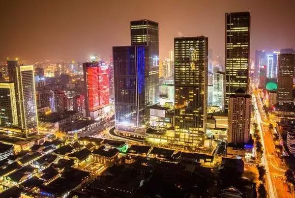 成都:城市生产总值(GDP)2601.67亿,GDP增速7.4%,GDP增速排名60位。