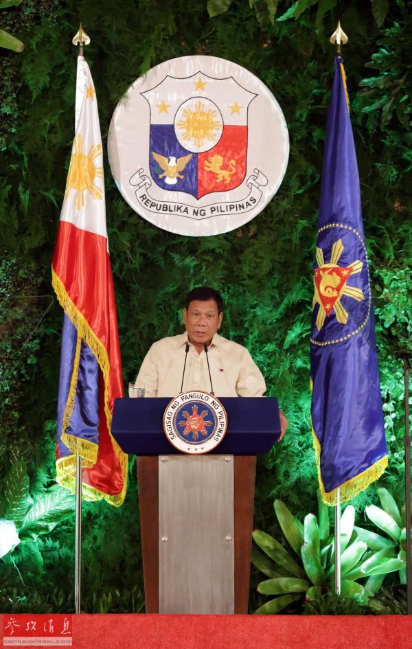 资料图:6月30日,在菲律宾马尼拉的总统府马拉卡南宫,菲律宾新总统罗德里戈 杜特尔特宣誓就职后发表讲话。