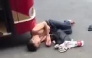 南宁男子碰瓷公交 画面醉人