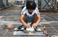 作死少年大热天试验室外煎蛋