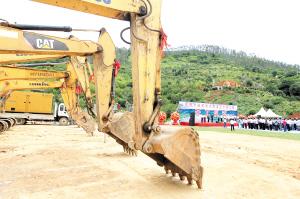 昆明市柴石滩水库灌区附属工程开工仪式现场。 记者李海曦摄