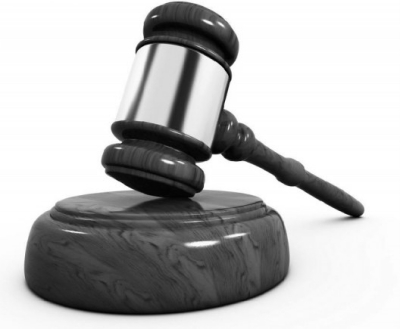 昨天,中共中央办公厅、国务院办公厅印发《保护司法人员依法履行法定职责的规定》(以下简称《规定》),《规定》从排除阻力干扰、规范考评考核和责任追究、加强人身安全保护、落实职业保障四个方面作出了明确的规定,细化了司法人员各类权益保障机制、拓展了司法职业保障范围,是首个全面加强法官检察官保护的纲领性文件。