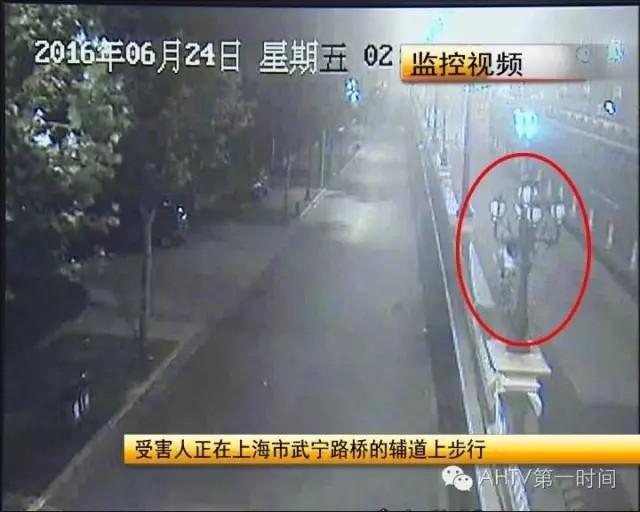 原来,在6月24号凌晨,上海方面收到一宗绑架案的报案,而绑架案件受害人的基本情况,和这个尸体的情况吻合。