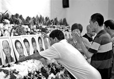 赴台游览团重大事故罹难者公祭典礼在大连市殡仪馆辞别厅举办 供图/新华社