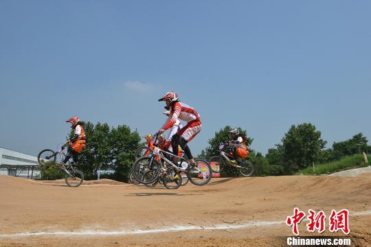 2016年全国自行车BMX小轮车冠军赛总决赛、锦标赛成都开赛。 黄文杰 摄