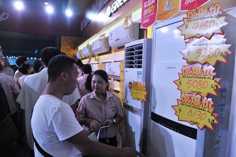 华粉节开幕第一天 清凉场馆吸引超2万市民