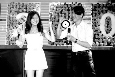 7月28日,关诗敏在京举办全新个人专辑《绽放2.0》记者会。步入20岁,由小女生进阶为小女人的关诗敏,以全新形象用新技能绽放新光彩。