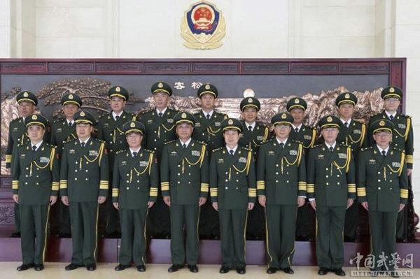 武警部队举行晋升中将、少将警衔仪式。