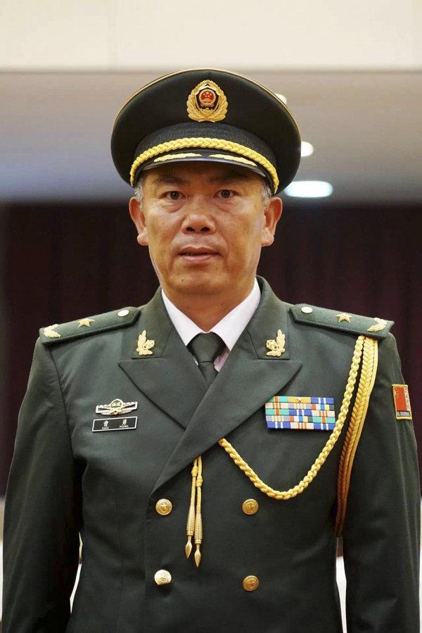 武警部队再添1名中将9名少将 秦天升中将警衔图片