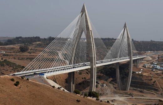 中新网7月31日电 据外媒报道,非洲大陆最长的斜拉桥――摩洛哥穆罕默德六世大桥最近正式通车了。