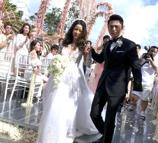霍建华林心如大婚:新娘深V婚纱美哭,胡歌抢花球