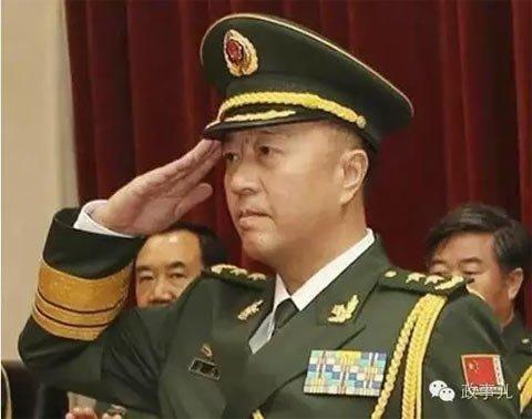 此番秦天晋升中将,是秦卫江,秦天这对兄弟继同时担任副大军区级领导