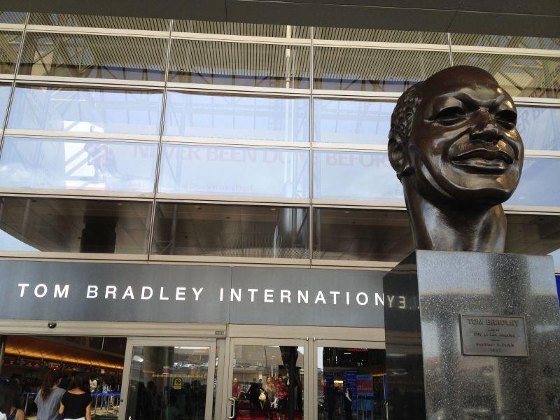 图为事发所在的Tom Bradley国际航厦(图片来自网络)