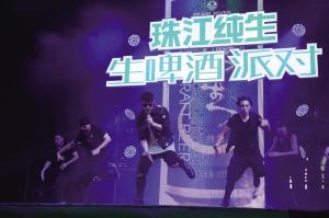 很久没有与广州粉丝见面的潘帅(潘玮柏),日前现身广州塔助阵珠江纯生生啤酒派对,还有创作歌手林奕匡、香港歌坛生力军C AllStar、热辣女子天团As One等热情加盟。