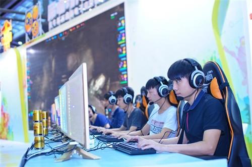 更多资讯和互动参与,请扫描二维码关注酷倍达(QPAD)中国官网和官方微博。