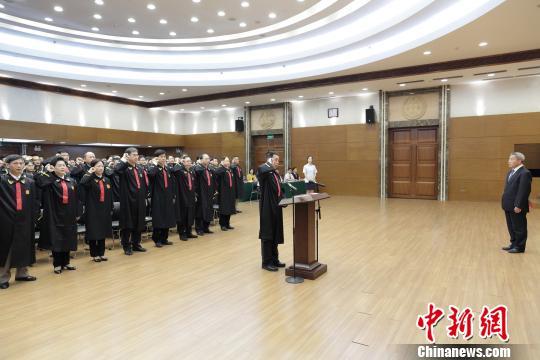 广东省法院首批入额法官宪法宣誓仪式 徐志毅 摄