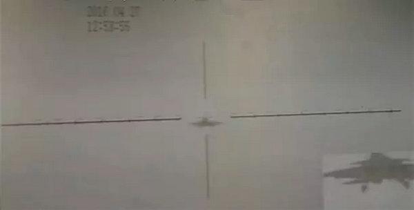 图为跑道中心线摄像机在事故发生14秒前的一张视频截图。