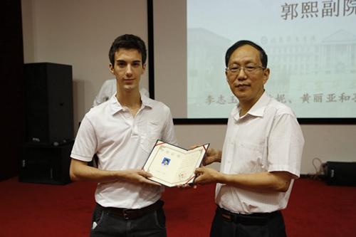 北京华文学院举办结业典礼 400多位华裔学生参加(组图图片